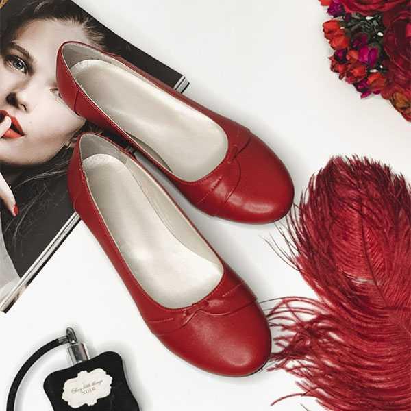 Красные балетки с круглым носом