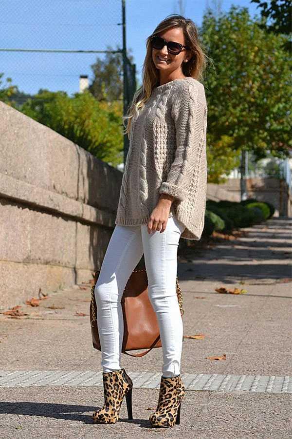 Белые джинсы с ботильонами