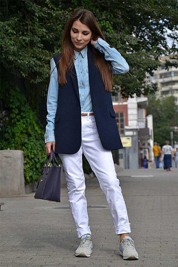 Белые джинсы с джинсовой рубахой