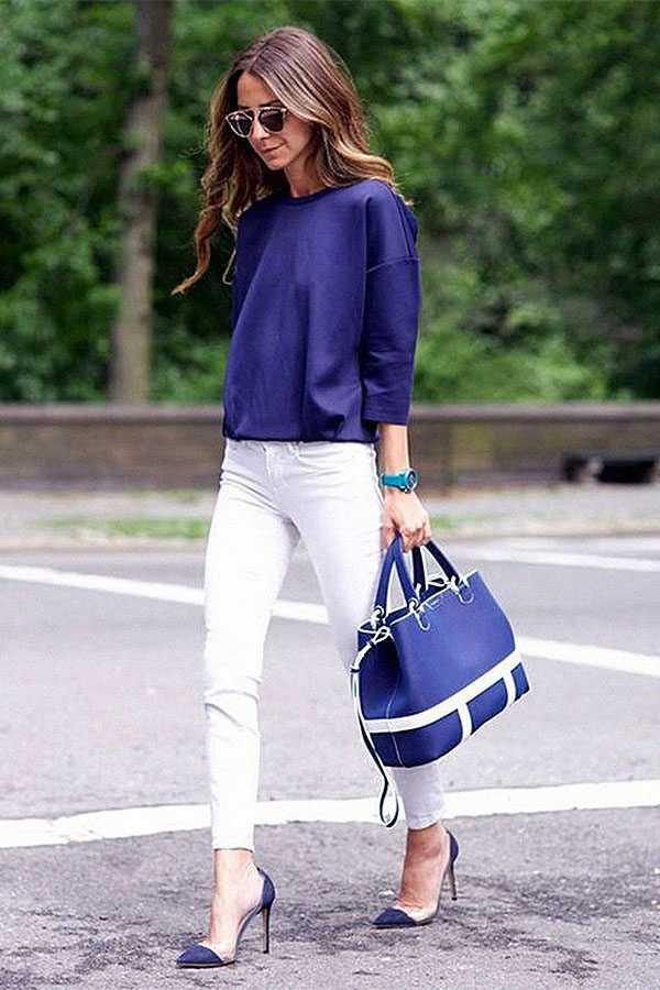 Белые джинсы и туфли с заострённым носком
