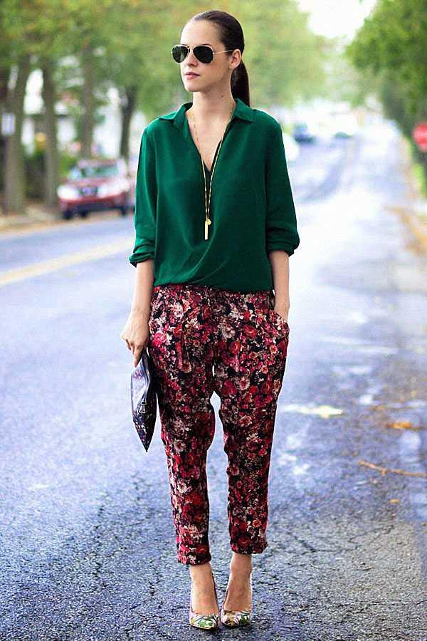 Образы в брюках с принтом: фото 6