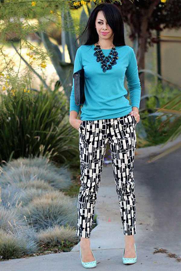 Образы в брюках с принтом: фото 9
