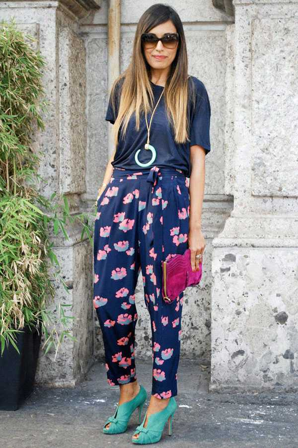 Образы в брюках с принтом: фото 11