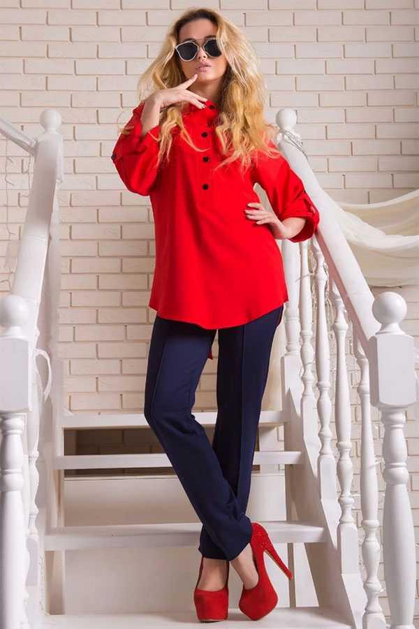 Туфли на скрытой платформе и каблуке, брюки, красная блузка