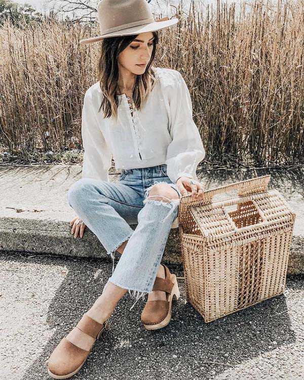 Сабо с джинсами и блузкой